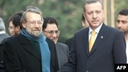 علی لاریجانی، رئیس مجلس ایران روز شنبه، چهارم آذرماه، با رجب طیب اردوغان، نخست وزیر ترکیه (راست) در آنکارا دیدار کرد.