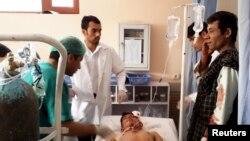 Ekimler patlavdan zarar körgen insanğa yardım köstereler, Faryab vilâyeti, 2015 senesi iyül 22 künü