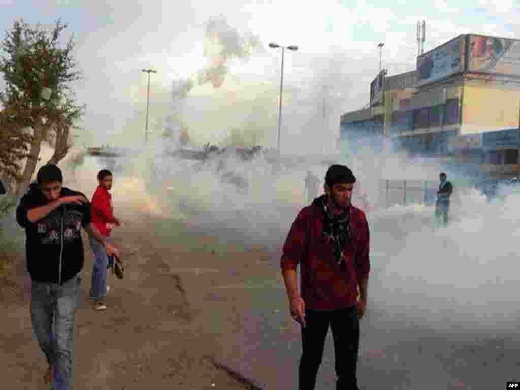 Столкновение шиитов с полицией, Манама, 13 февраля 2012.