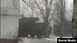 Російський ракетний комплекс «Панцир-С1» у житловому кварталі міста Шахтарська Донецької області