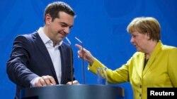 Kancelarja gjermane Angela Merkel dhe kryeministri grek Alexis Tsipras