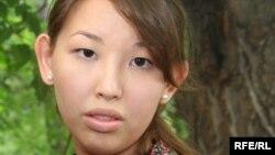 Айгерим Джакишева, дочь арестованного Мухтара Джакишева. Алматы, 12 июня 2009 года.