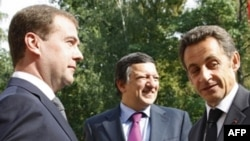 Russian President Dmitry Medvedev (left) with his French counterpart, Nicolas Sarkozy (right), and European Commission President Jose Manuel Barroso outside Moscow on September 8