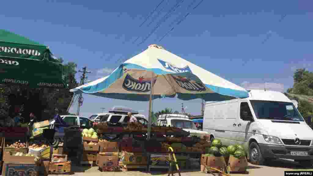 В Крыму уже поспели арбузы и дыни, однако очередей за ними нет.