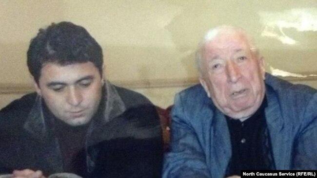 Магомед Бисавалиев (слева) и Расул Гамзатов