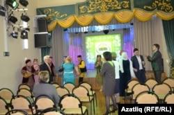 Татар бизәкләре белән баетылган зал