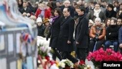 Pamje nga ceremonia përkujtimore në Paris