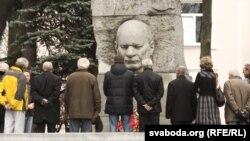 Помнік Якубу Коласу на Вайсковых могілках у Менску, ілюстрацыйнае фота