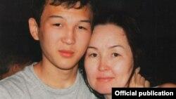 Азамат Тажаяков с матерью
