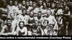 Ceaușescu la piscină. Fototeca online a comunismului românesc, cota 2/