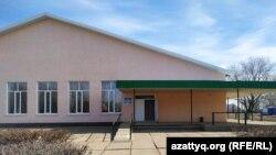 Здание Дворца культуры, где проходила встреча жителей села Акжайык, недовольных открытием карантинного стационара, с чиновниками. Западно-Казахстанская область, 11 марта 2020 года.