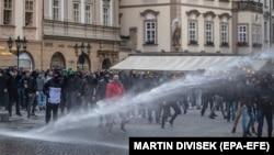 Акция против ограничений из-за коронавируса в Праге, 18 октября 2020 года