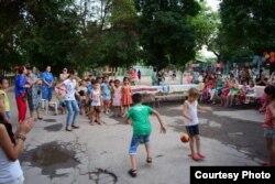 Праздник на детской площадке в Яшнабадском районе Ташкента.