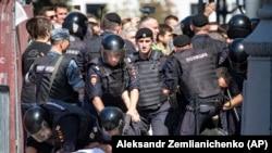 Задержания на несанкционированном митинге в центре Москвы. 27 июля 2019 года.
