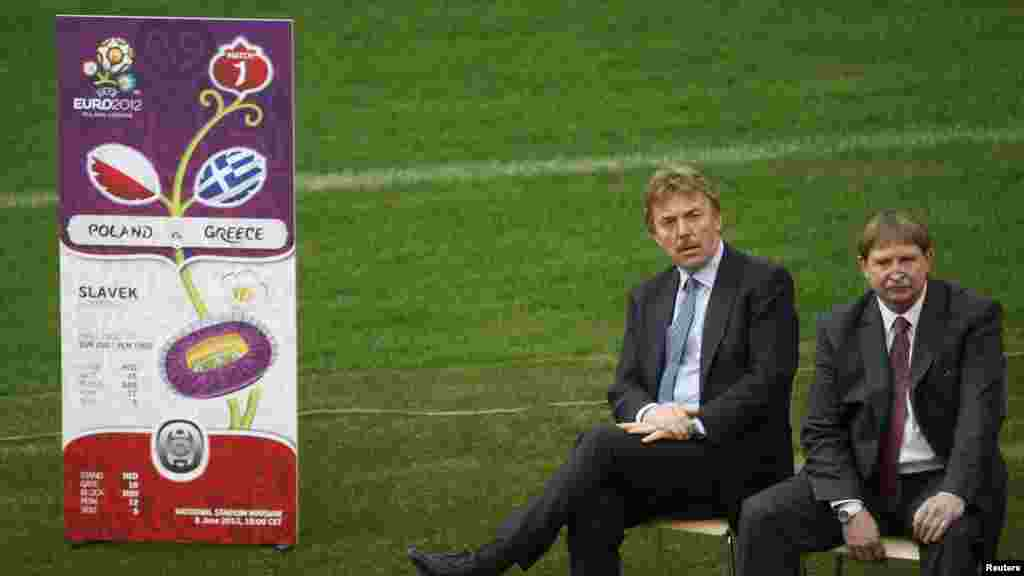 Бывшие игроки сборной Польши представляют билеты на ЕВРО-2012