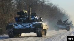 Колонна военной техники украинской армии в Донецкой области. 31 декабря 2014 года. Иллюстративное фото.