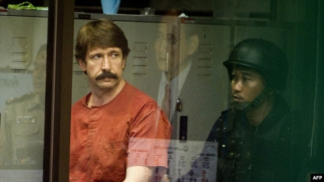 Alleged Russian arms dealer Viktor Bout (left) during his extradition hearing in Thailand.