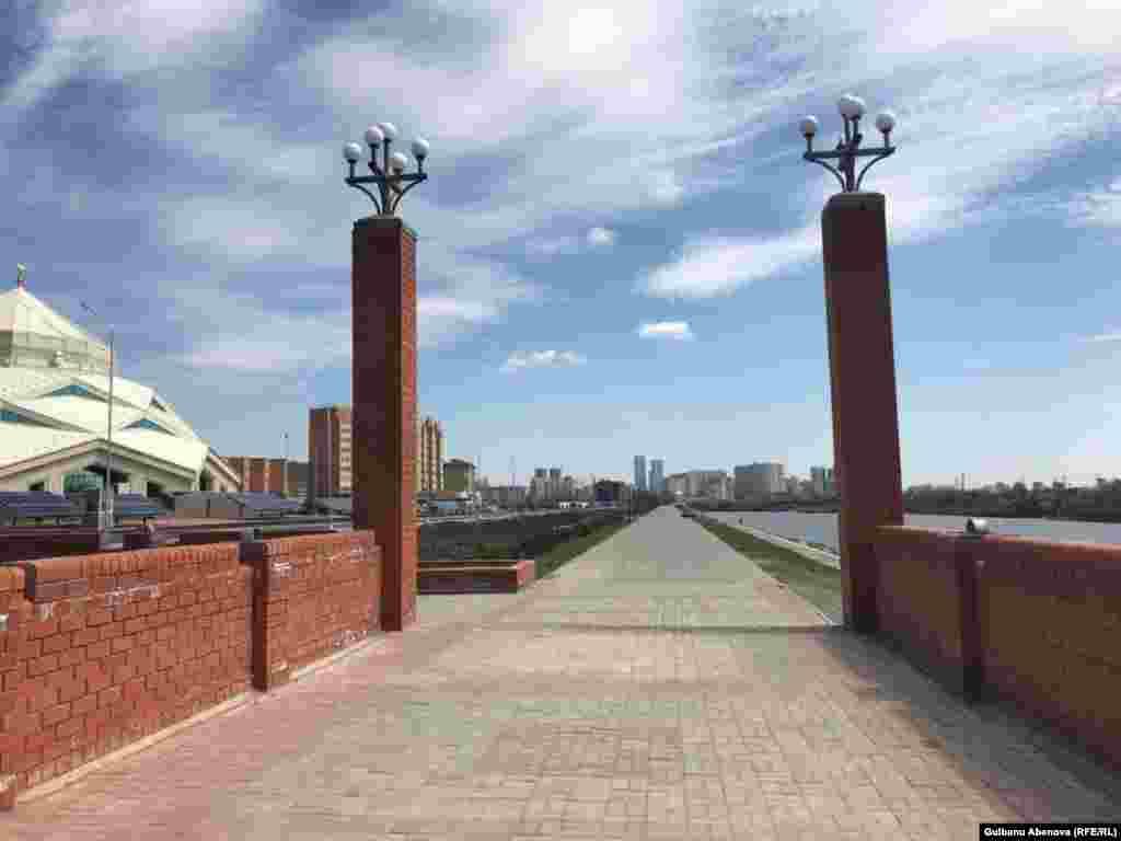 Площадь мечети – 3695 квадратных метров, а площадь участка – 1,44 гектара. Диаметр купола составляет 20 метров, диаметр здания - 53 метра, его высота – 26 метров. Новая мечеть располагается по улице С-409 в Сарыаркинском районе столицы.
