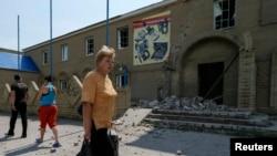 Пошкоджений будинок внаслідок боїв у Слов'янську, 9 червня 2014 року