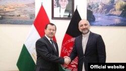 Глава ГКНБ Таджикистана Саидмумин Ятимов и советник президента Афганистан по вопросам национальной безопасности Мухаммад Ханиф Атмар. Кабул, 9 мая 2018 года