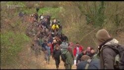 Стотици мигранти упаднале од Грција во Македонија
