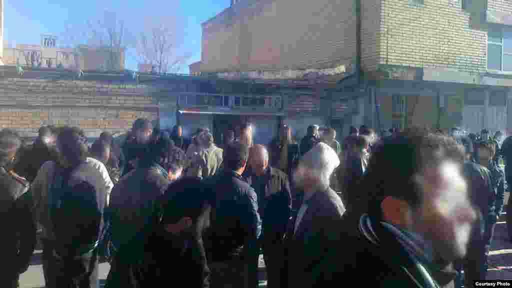 حمله به مکان عبادی دراویش گنابادی در شهرکرد، عکس اختصاصی رادیو فردا