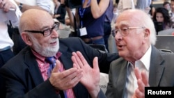 Belgian physicist Francois Englert (left) and British physicist Peter Higgs talk at a July 12 news conference on what is thought to have been confirmation of the existence of the Higgs boson at the European Organization for Nuclear Research (CERN) in Meyrin.