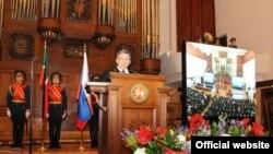 Рөстәм Миңнеханов ант китерә. 25 март 2010