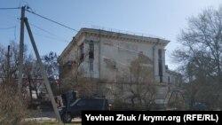 Дом постройки 1930-х годов по улице 1-й Бастионной, 13 в Севастополе
