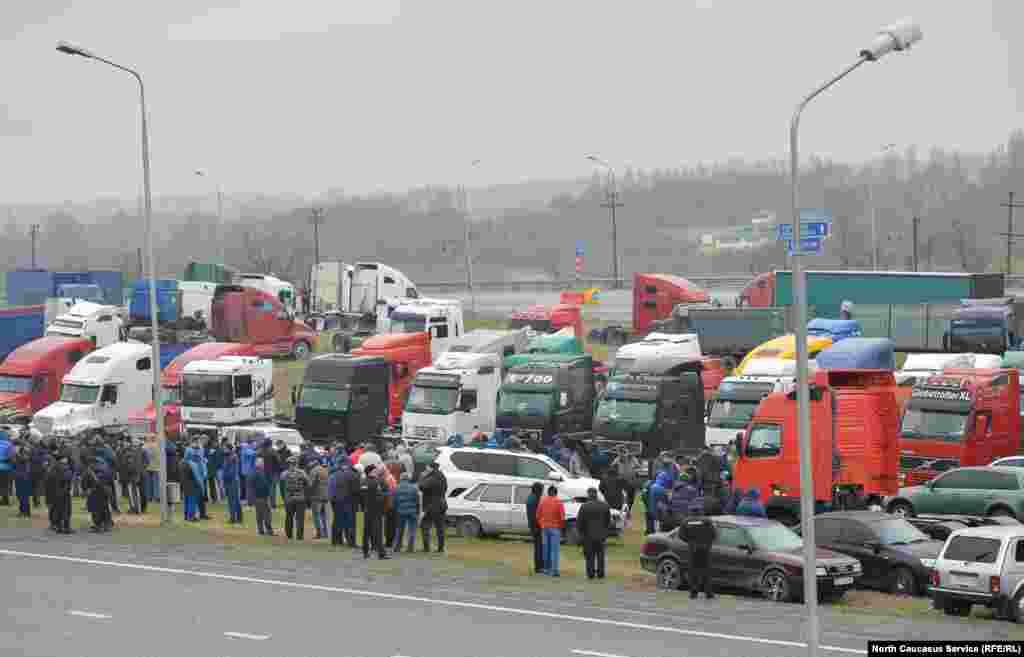 Набралось около 100 протестующих в Северной Осетии.