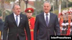 Для грузинского общества Латвия, Литва и Эстония – яркий и наглядный пример того, как можно было без масштабных кровопролитий выйти из состава СССР и стать независимым государством, а затем и полноправным членом НАТО и ЕС