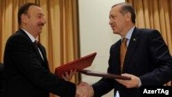 İlham Əliyev və Rəcəb Tayyip Ərdoğan, İzmir, 25 oktyabr 2011