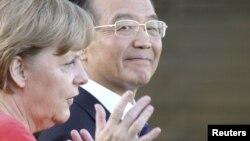 Китайский премьер Вэнь Цзябао вместе с канцлером Германии Ангелой Меркель