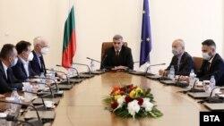 Служебният премиер Стефан Янев, министрите Гълъб Донев и Андрей Живков се срещнаха с работодателски организации