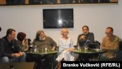 Slaviša Lekić, Danica Vučenić, Teofil Pančić, Jovana Marović, Vukašin Obradović i Dinko Gruhonjić na tribini u Kragujevcu