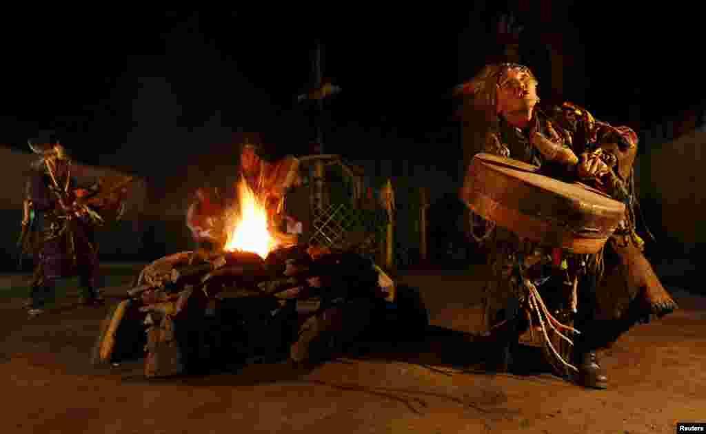 """Никто точно не знает, сколько шаманов проживает в республике Тува. Все свои проблемы местные жители решают с шаманами, которые непосредственно от духов """"получают"""" ответы на любой вопрос"""