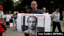 Local residents had held a number of protests, saying Ilya Farber was framed by corrupt officials and construction companies. Farber denied any wrongdoing.