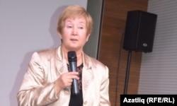 Кичәне алып баручы Асия Сәйфуллина