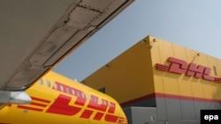 دی اچ ال اکسپرس از بزرگترین شرکتهای حمل و نقل دنیا و از رقبای «فدکس» و «یو پی اس» است.