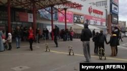 Вход в ТЦ Meganom в Симферополе