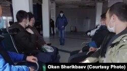 Кыргызстанцы в аэропорту в России. Иллюстративное фото.
