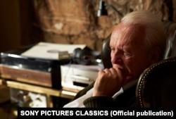 آنتونی هاپکینز در نمایی از فیلم «پدر»