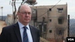 معاون وزیر خارجه بریتانیا میگوید عراق باید منابع نفتی خود را هزینه کند تا از لحاظ انرژی خودکفا باشد.