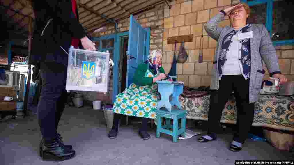 More than 50 people registered for home voting in the front-line village of Novotroitse in the Donetsk region.