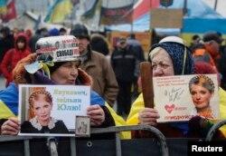 Мітингувальники вимагають звільнення Юлії Тимошенко з в'язниці, Київ, 9 лютого 2014 року