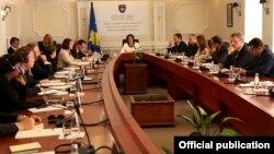 Sa jedne od sednica Antikorupcionog saveta Kosova, 2013.