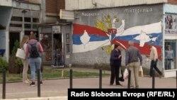 """Mural """"Kosovo je Srbija, Krim je Rusija"""" u Severnoj Mitrovici"""