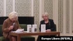 Doina Alexandru și Silvia Colfescu la lansarea de la Ateneu