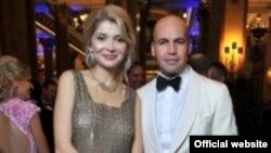 """Gulnora Karimova """"Monako tunlari"""" xayriya ziëfatida aktër Billi Zeyn bilan birga."""
