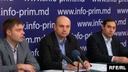 Ion Guzun, Sergiu Ostaf, Nicolae Radița prezintă concluziile raportului la Chișinău